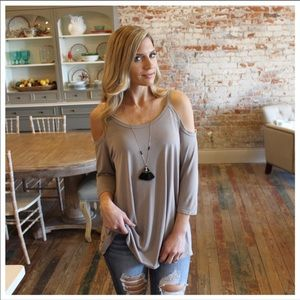 Tops - Reposh Taupe Cold Shoulder 3/4 Sleeve Tunic